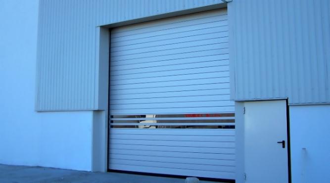 Usi garaj cu geam