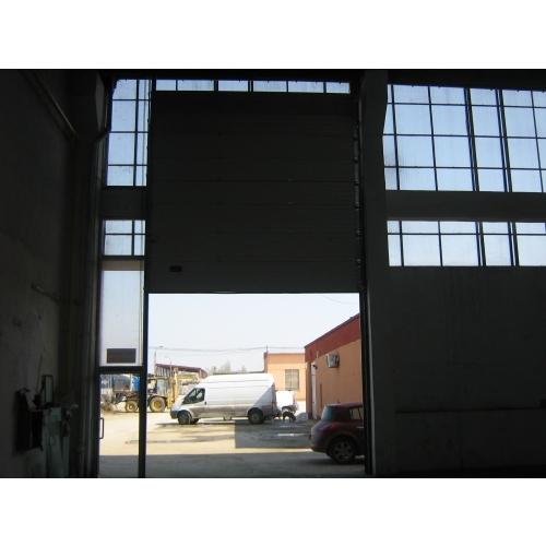 Usa sectionala industriala cu deschidere pe verticala