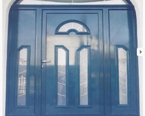 Ușă albastră