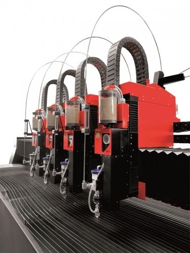 - Waterjet cu 4 capete de tăiere – 6000 bari presiune pompă KMT