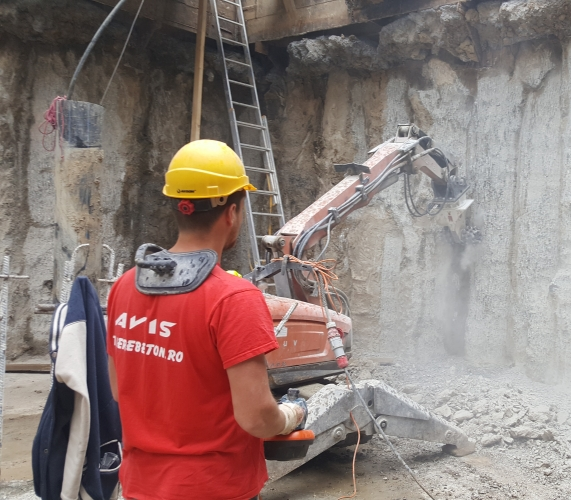Degrosare perete beton cu robot – demolare perete beton - robot