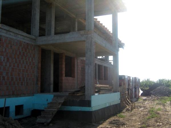 Construcții case la roșu