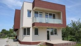 Case moderne cu ferestre tip PVC