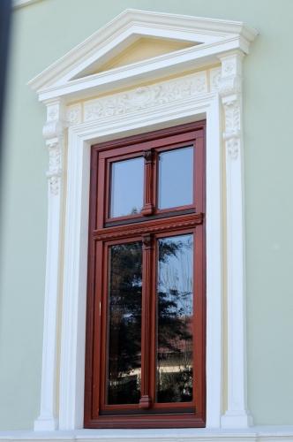 Ferestre lemn stratificat pentru cladirile de patrimoniu