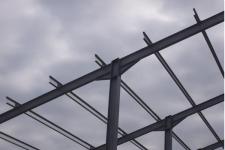Grajd pe structura metalica