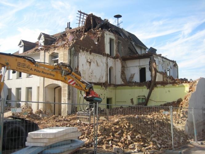 Demolări clădiri mici și mijloci