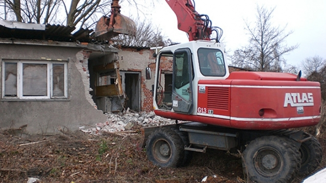 Demolări case